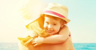 Як вибрати сонцезахисний крем: дитині, вагітній або мамі, що годує грудьми