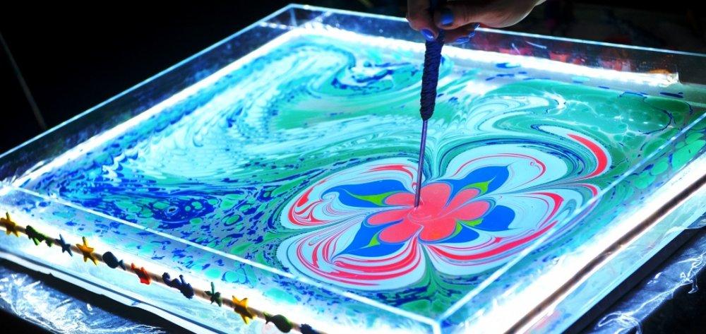Розвиваємо творчі навички: техніка малювання на воді – ебру