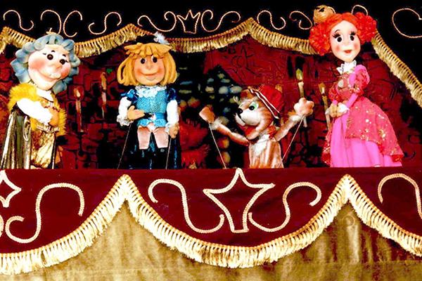До Дня захисту дітей Рівненський академічний обласний театр ляльок запрошує маленьких рівнян на безкоштовний перегляд  вистав у неділю, другого червня.