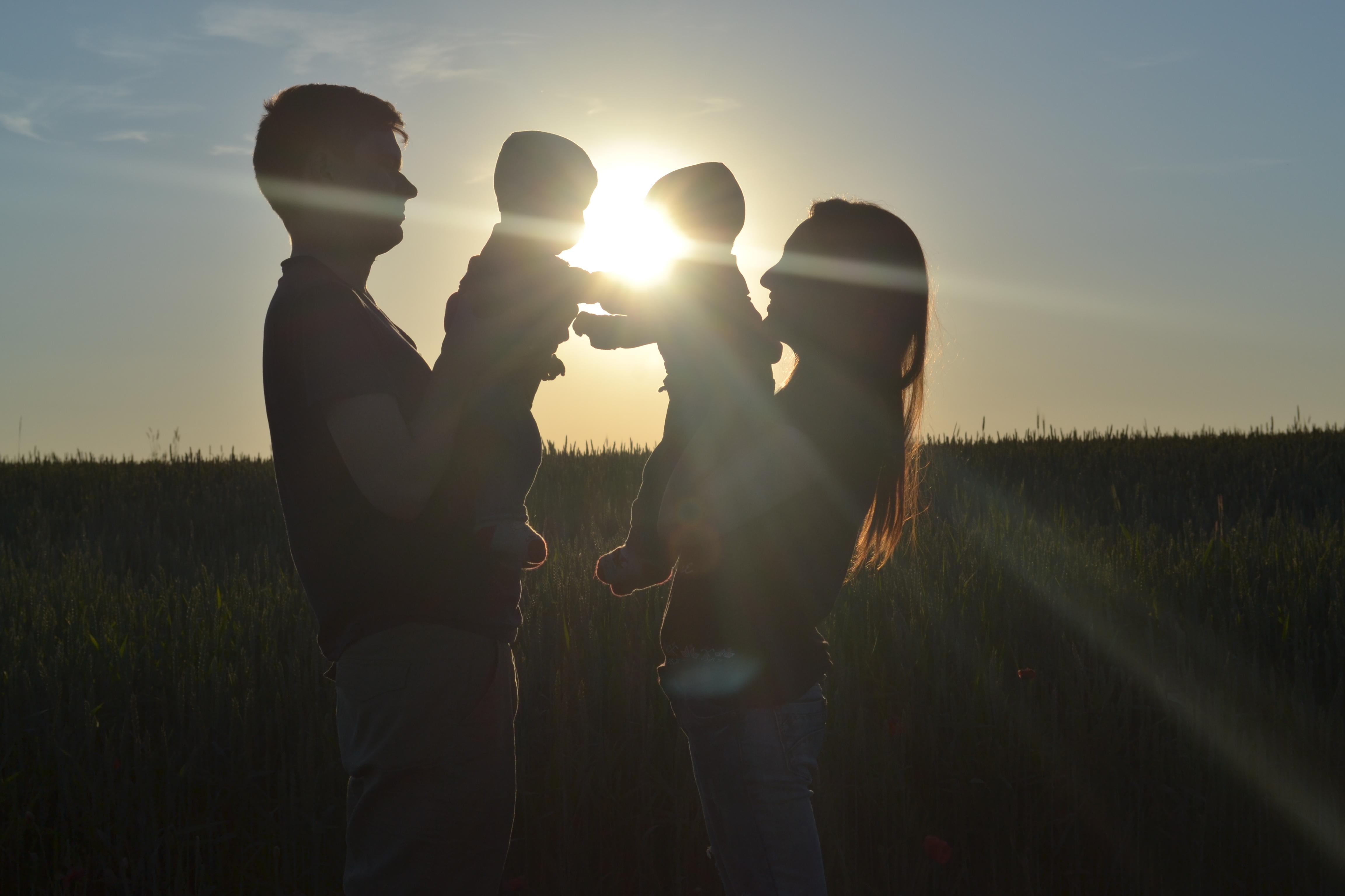 Сім*я - це маленький світ, створений коханням